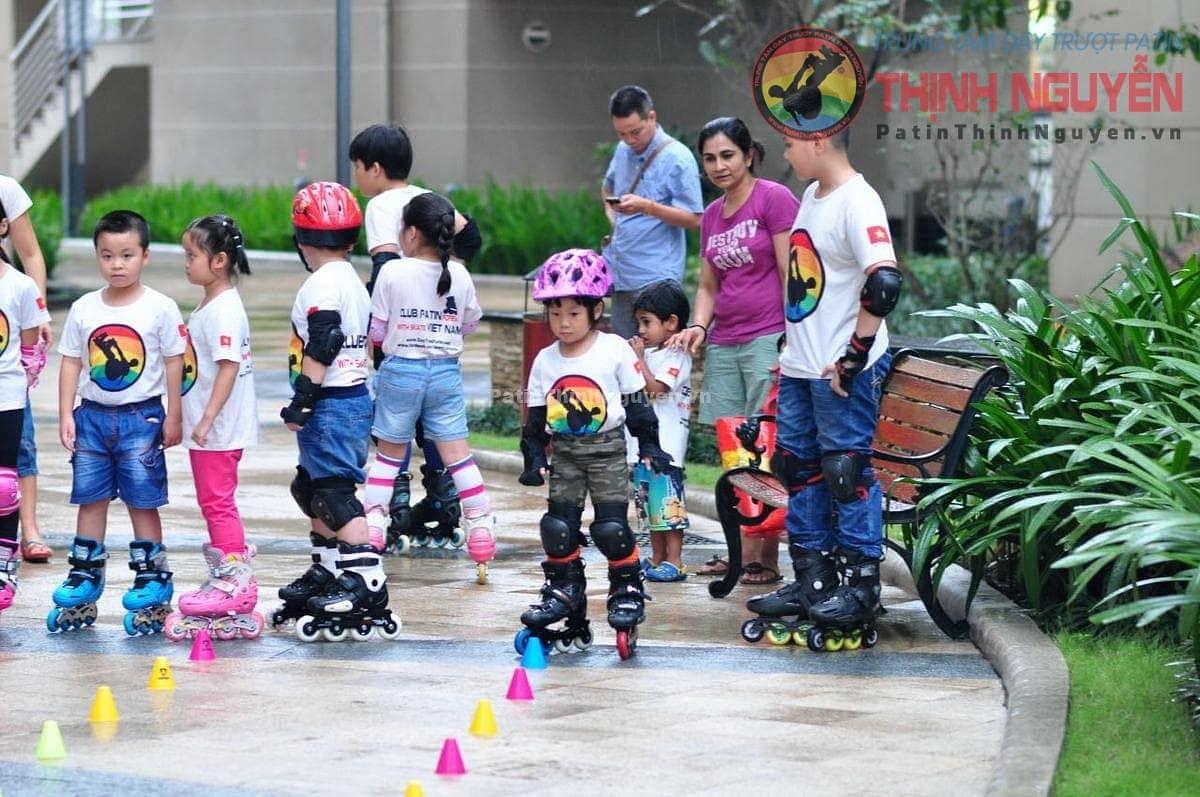 Dạy kỹ thuật trượt Patin tại trung tâm dạy trượt patin Thịnh Nguyễn